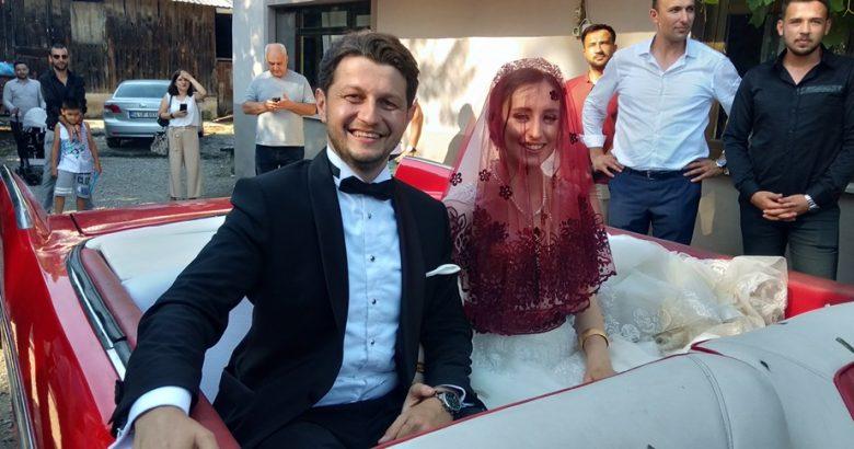 Bu düğünde gelenekler yaşatıldı.