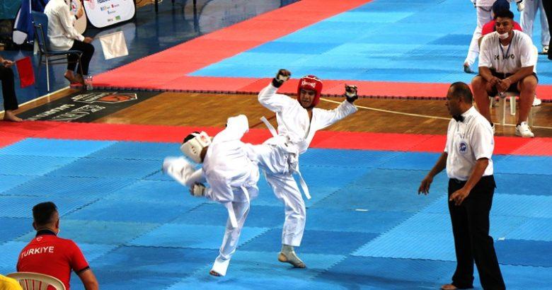 Serdivan Spor Salonu Wushu Türkiye Şampiyonasına Ev Sahipliği Yaptı