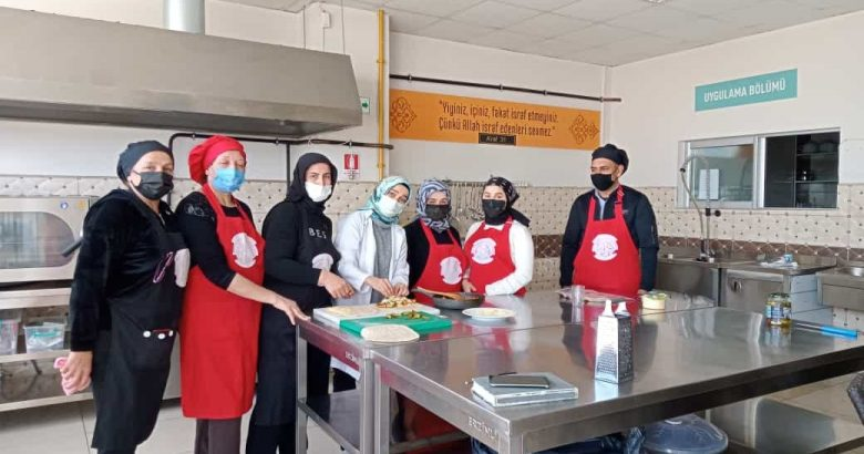 Arifiye HEM'de Aşçılık Kursu devam ediyor
