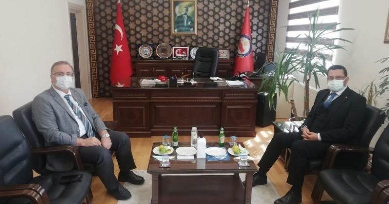 Mustafa Ak,Kaymakam Bekir Dınkırcı'yı makamında ziyaret etti.